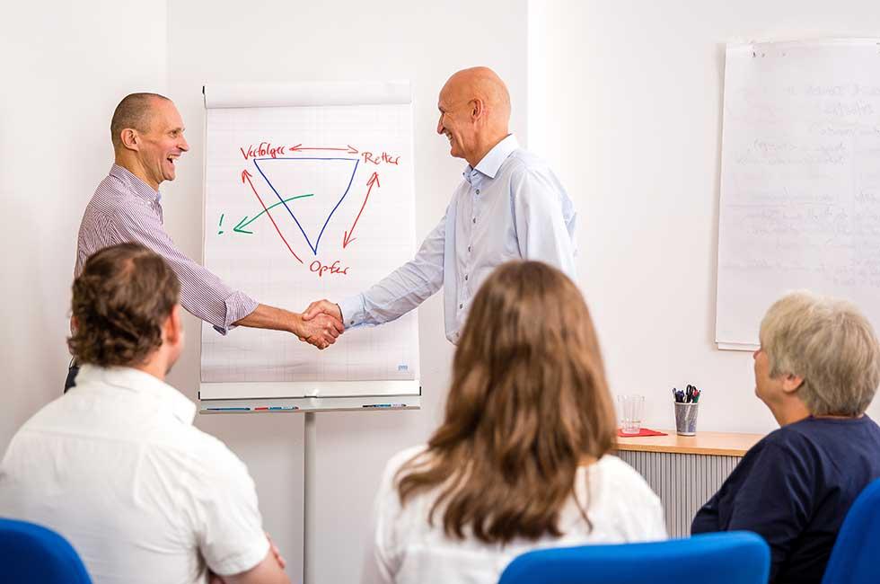 Der Rote Faden Consulting unterstützt Solopreneure und Selbständige ihr eigenes Unternehmen zu entwickeln und erfolgreich zu führen und mit klarer Positionierung Wunschkunden zu gewinnen